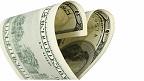 Billete de 100 dólares en forma de corazón