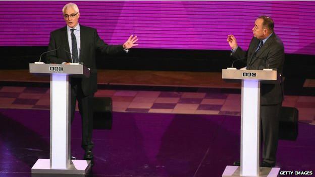 """""""独立还是联合,哪一个更能保障苏格兰的经济未来"""",一锤定音,为整晚的辩论奠定了基调。"""