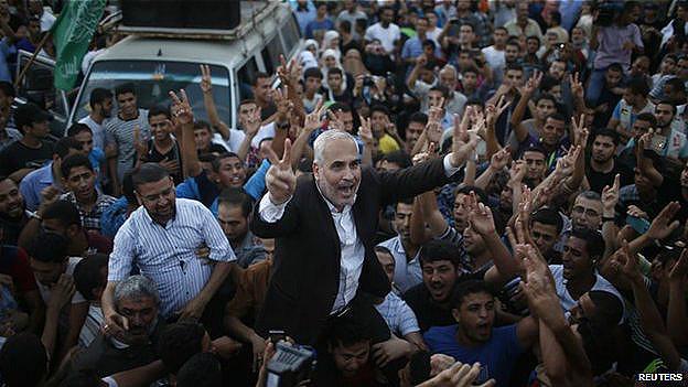 El vocero de Hamas, Fawzi Barhoum celebra la tregua