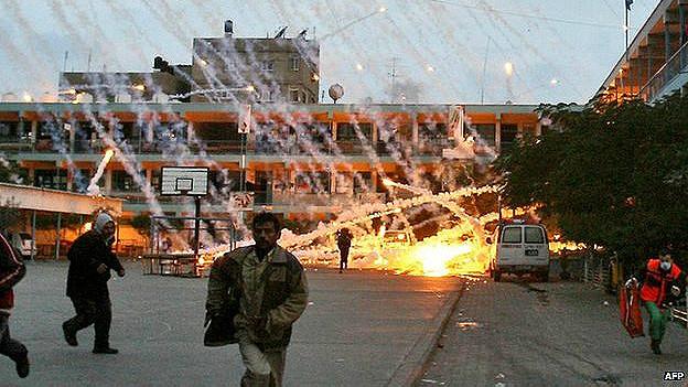 Palestinos bajo ataque en una escuela de la ONU en Beit Lahiya