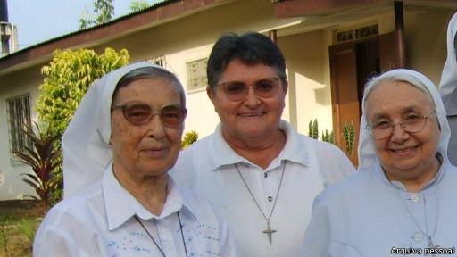 Irmã Maria Teresa Moser, ao centro