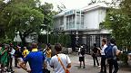 媒体记者在黎智英居所外守候(香港电台图片28/8/2014)