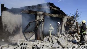 Последствия обстрела в Новоазовске