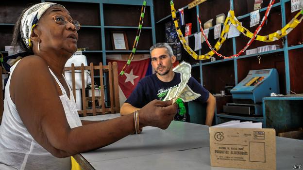 Capitalismo en Cuba, privatizaciones, economía estatal, inversiones de capital internacional. - Página 4 140828121144_cuba_compra_624x351_afp