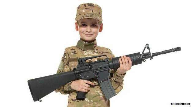 ¿Por qué los estadounidenses les enseñan a sus niños a disparar?