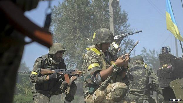 Fuerzas ucranianas combaten a separatistas prorrusos en Ilovaysk