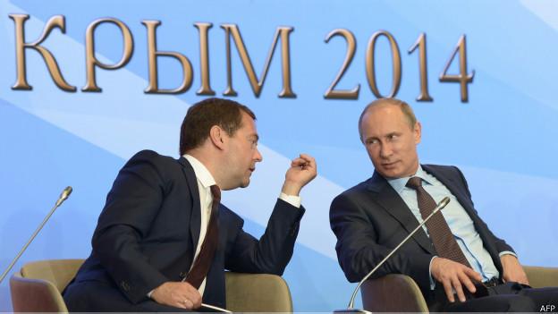Putin e Medvedev (AFP)