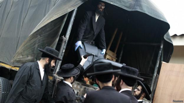 Miembros de Lev Tahor organizan su traslado