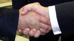 Путин и Порошеко жмут друг другу руки