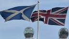 Banderas escoesa y británica