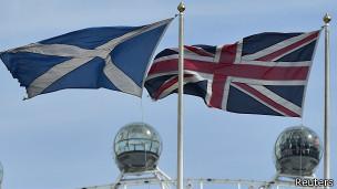 Banderas de Escocia y Reino Unido