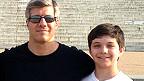 Ed Damiano junto a su hijo David