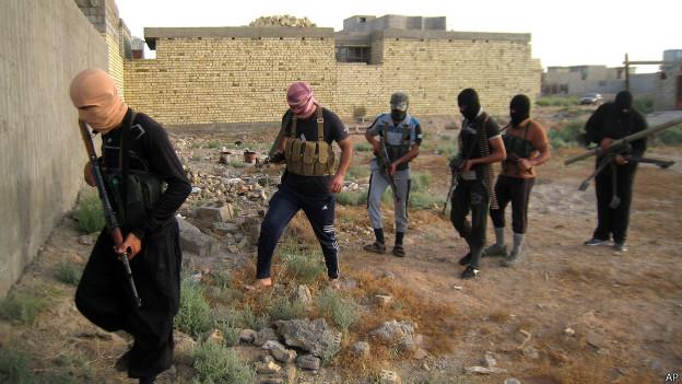 Rebeldes sunitas iraquíes en abril de 2014