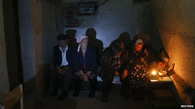 Moradores de Donetsk, no leste da Ucrânia (Reuters)