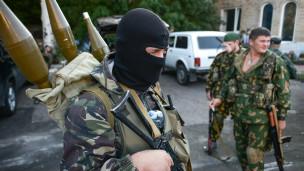 Rusia rechaza las acusaciones, negando haber enviado tropas a Ucrania.
