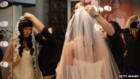 许多中国新娘选择西式婚纱