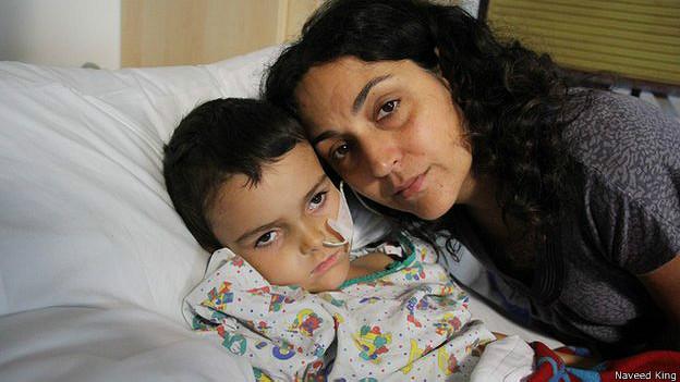 Ashya King y su madre Naghemeh
