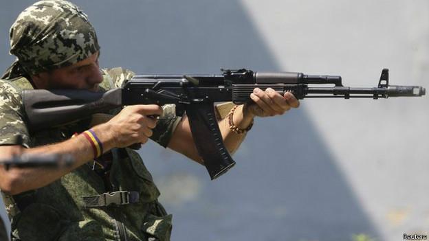 'Legião estrangeira' pega em armas no conflito na Ucrânia