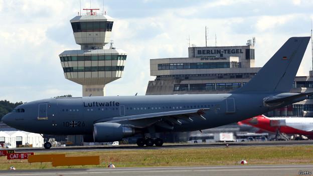 Самолет ВВС Германии привез раненых украинских военных в Берлин