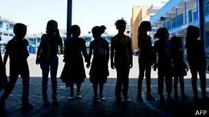 Палестинские дети в школе ООН в секторе Газа 17 августа 2014 года