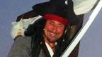 tim jones, bajak laut, kapal, pekarangan rumah