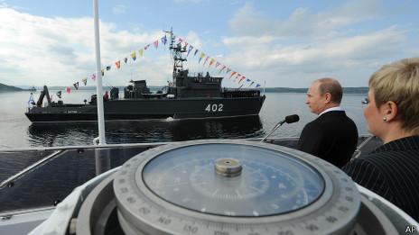 普京今年7月27日在賽維爾莫爾斯克慶祝視察北海艦隊,慶祝俄國海軍節。