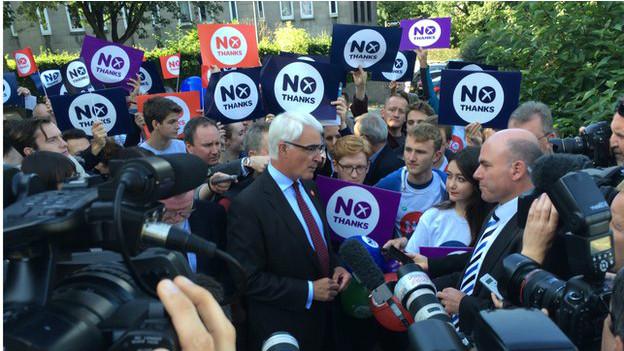"Libra se desvaloriza após pesquisa apontar ""sim"" à independência escocesa"