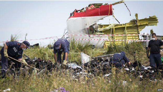 Avião na Ucrânia caiu depois de ser 'perfurado por vários objetos'