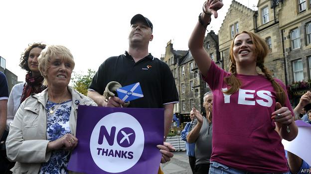 Simpatizantes y opositores al referendo