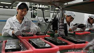 Trabajadores en una fábrica de Shenzhen