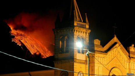 ¿Es posible detener la lava de un volcán en erupción? 140911120843_lava_etna_464x261_getty