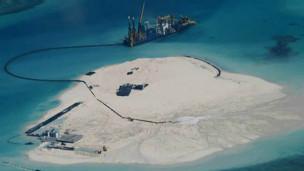 Ilhas artificiais chinesas no Mar Meridional / Crédito: Forças Armadas Filipinas