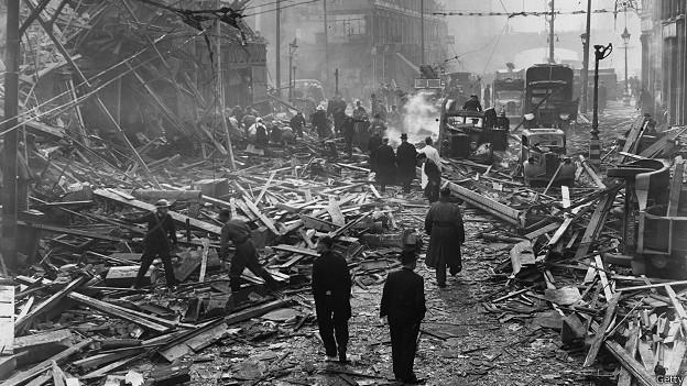Фаррингдон Роуд после падения Фау-2, 1945 год