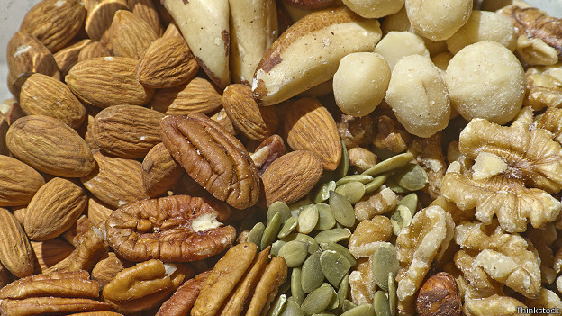 http://a.files.bbci.co.uk/worldservice/live/assets/images/2014/09/16/140916091318_fast_food_mixed_nuts_624x351_thinkstock.jpg