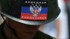 Участник митинга в поддержку самопровозглашенной Донецкой Народной Республики (ДНР) на площади Ленина в Донецке