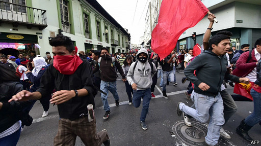 Opositores, Ecuador
