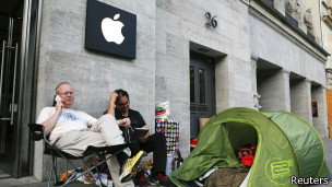 Очередь к магазину Apple