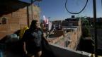 Mulher na favela das Maré (AP)