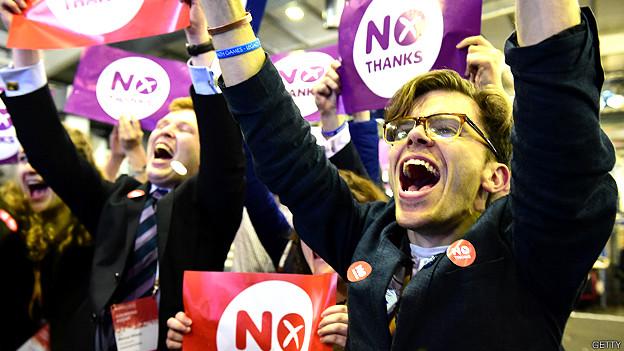 Votantes por el No celebrando