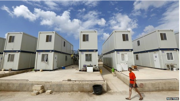 Contenedores para albergar a refugiados en Malta