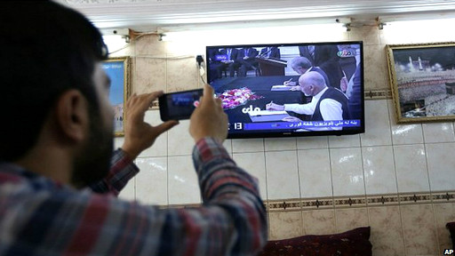 Người dân Afghanistan theo dõi ký thỏa thuận