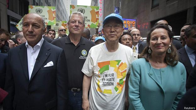 El canciller francés Laurent Fabius, el ex vicepresidente de EE.UU. Al Gore, Ban Ki-moon y la ministra del Medio Ambiente francesa, Segolene Royal