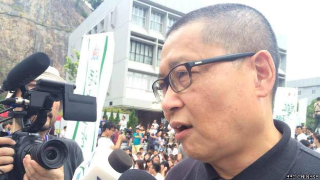 """""""占领中环""""运动发起人之一、中大学者陈健民也来到了现场(BBC中文网记者陈志芬摄)。"""