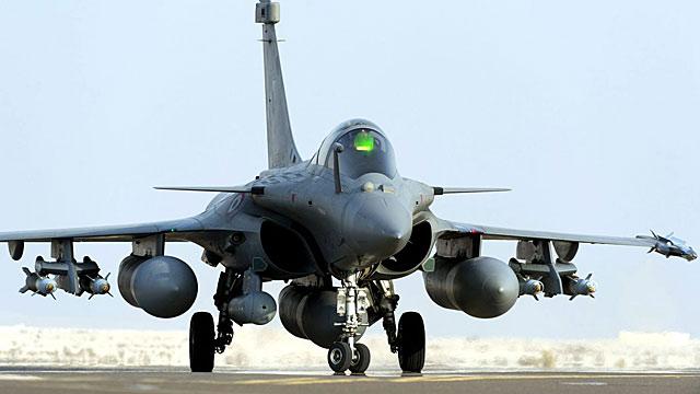 Boletín: Primer ataque de EE.UU. y aliados árabes contra Estado Islámico en Siria y otras noticias