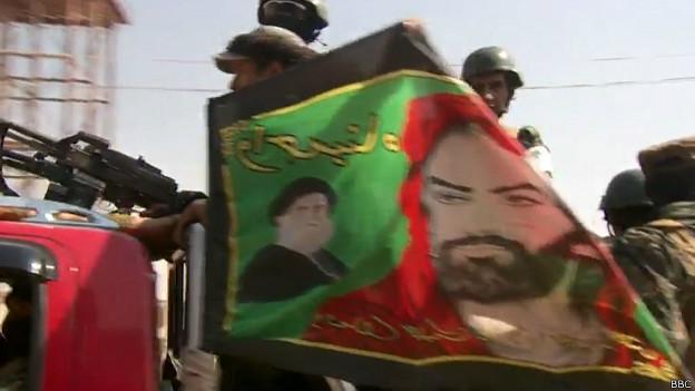 Bandera con rostro de Soleimani y el Ayatola