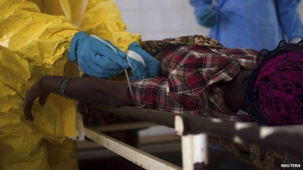 La ribavirina se utiliza para la fiebre de lassa pero es inútil para el ébola.