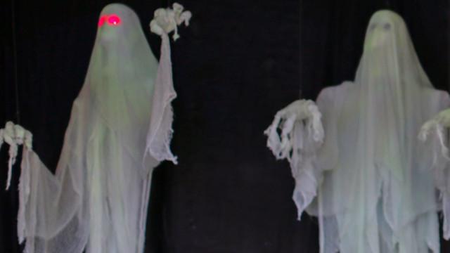 http://a.files.bbci.co.uk/worldservice/live/assets/images/2014/11/07/141107092007_ghosts_640x360_europeanpressagency_nocredit.jpg