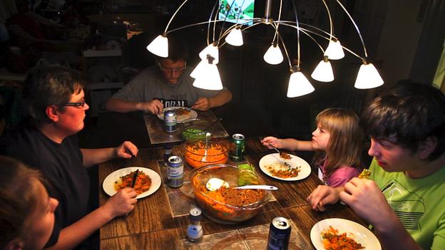 Familia en la mesa