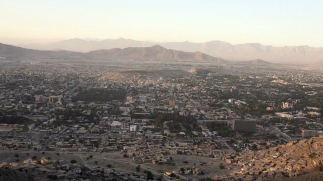 کابل کې د بیوزلو لپاره د اختر کالیو ټولولو کمپاین