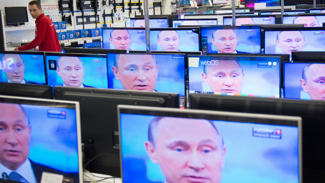 Почему россияне смотрят телевизор, которому не верят?